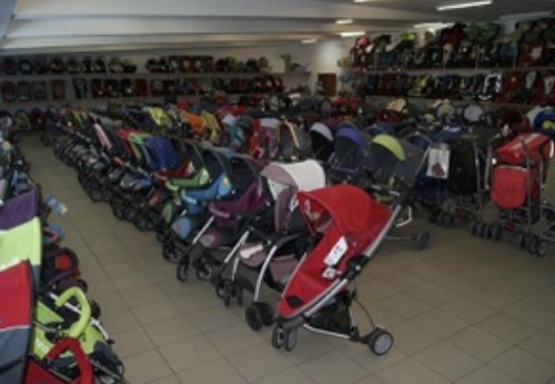 Wózki w sklepie stacjonarnym